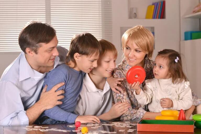 Família jogando junta: jogar em família em tempos de COVID-19