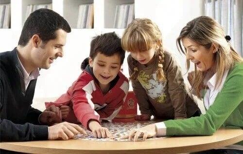 Família brincando junta
