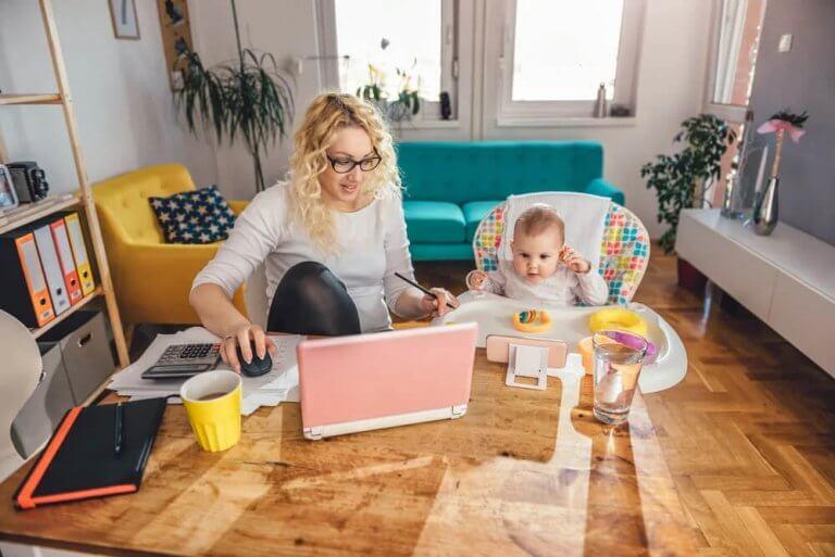 O desafio de cuidar das crianças e trabalhar em casa