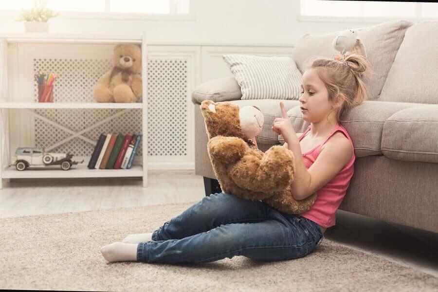 Meu filho fala sozinho: devo me preocupar?