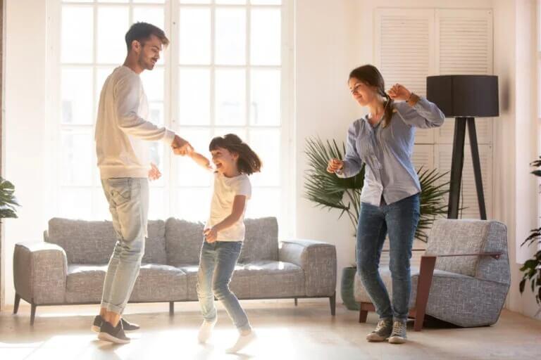 Pais e filhos: exercícios e danças para realizar durante a quarentena