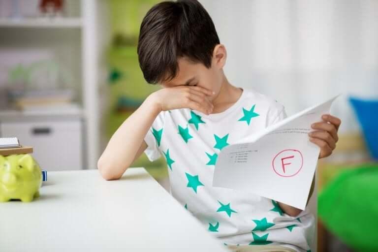 Como ajudar uma criança que repetiu de ano?