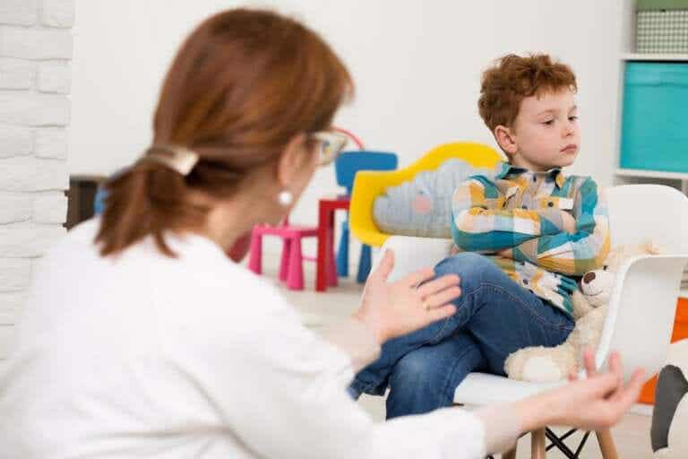 A crise da adolescência infantil em crianças de 6 anos