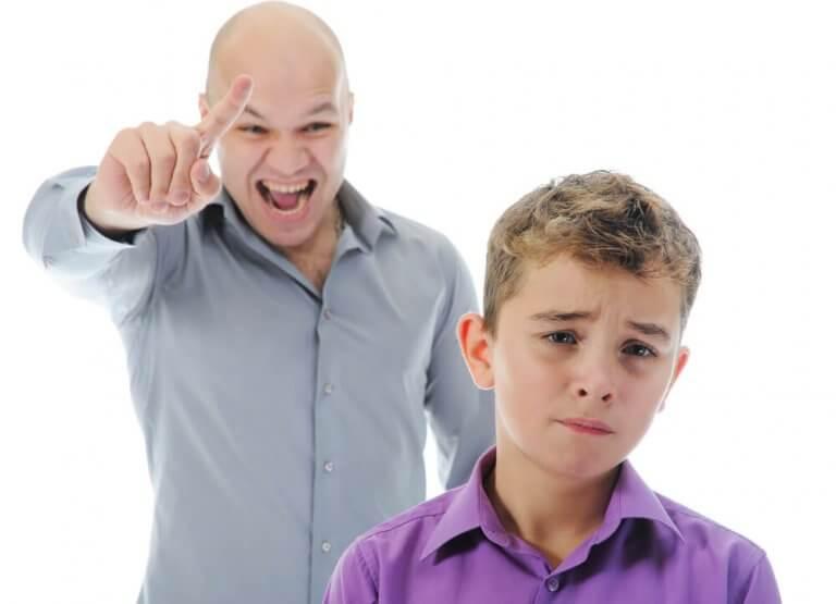 O tom de voz você deve usar ao disciplinar seus filhos