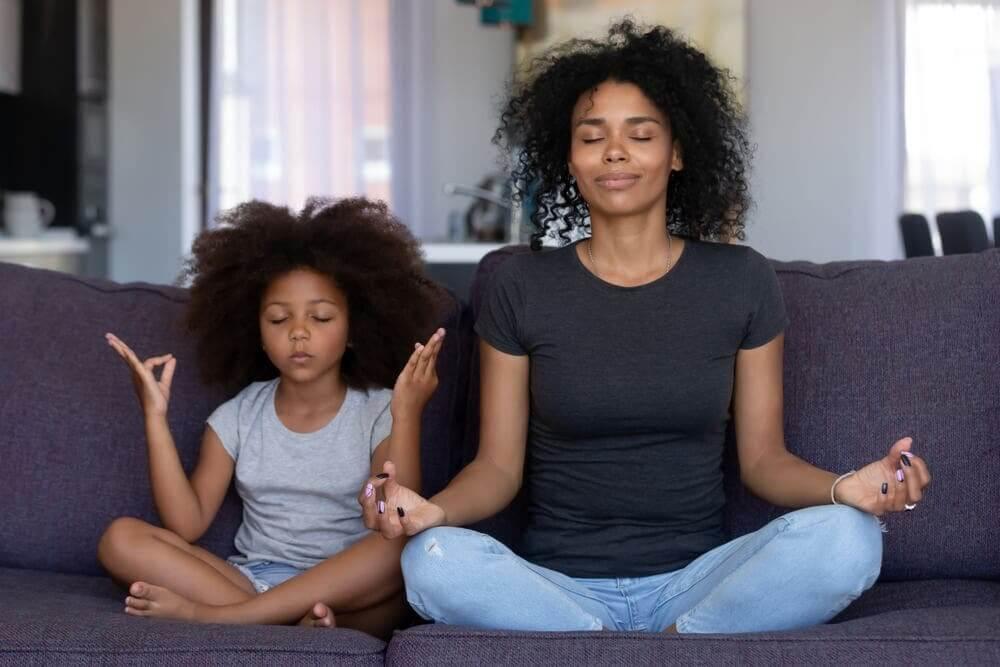 Atividades de mindfulness e meditação para famílias