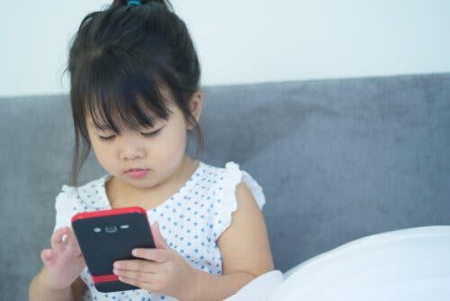 celular à prova de crianças
