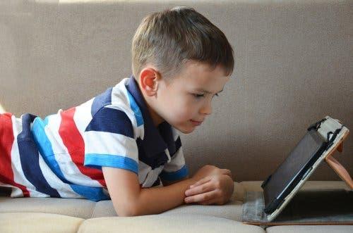 brinquedos interativos para crianças