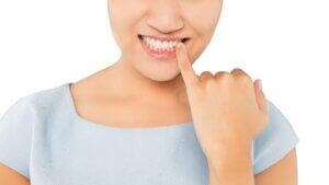 Por que os dentes mudam de cor?