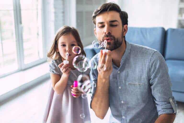4 atividades com água para fazer dentro de casa