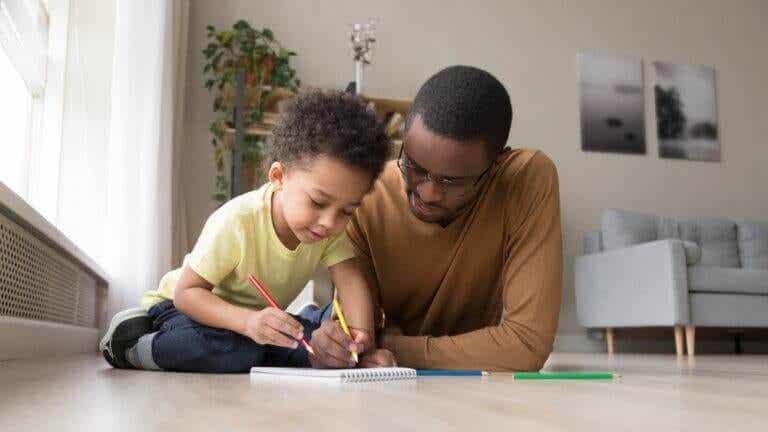 3 jogos com lápis e papel para se divertir em casa