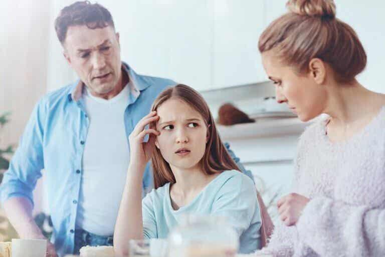 Meu filho adolescente está mentindo para mim: o que fazer?