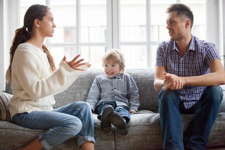 Por que os pais precisam estar de acordo quanto à educação dos filhos?