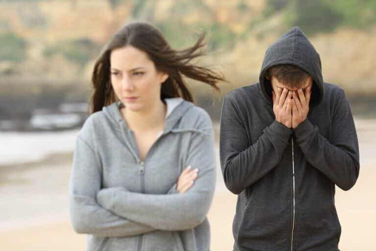 O que é o ciúme retroativo? 4 dicas para superar