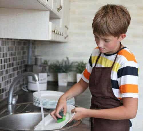 Como estabelecer prazos para as tarefas domésticas dos filhos