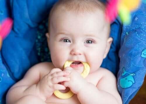 Etapas da evolução do bebê durante o seu primeiro ano