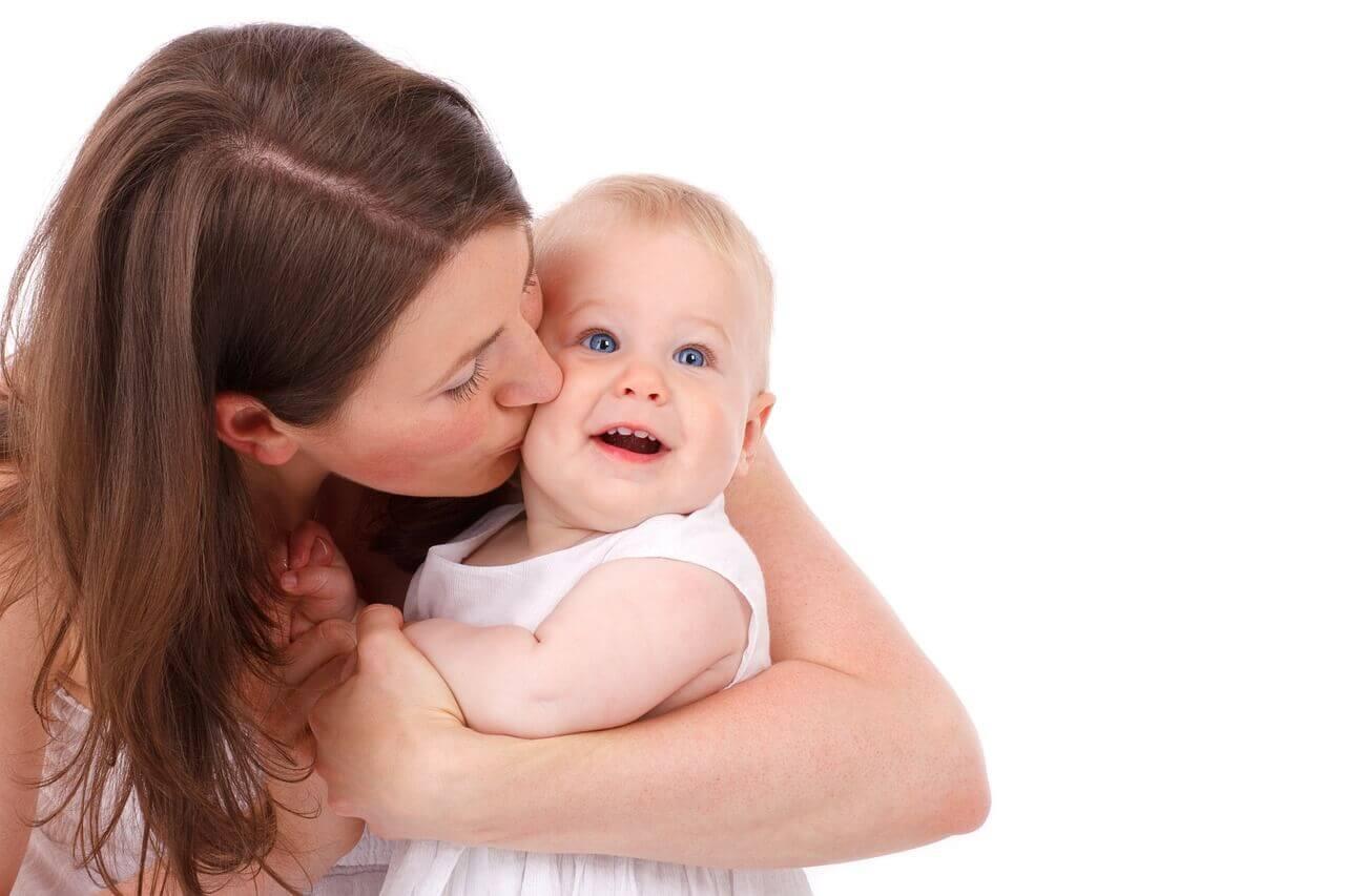 Desmame noturno respeitoso com o bebê e com a mãe