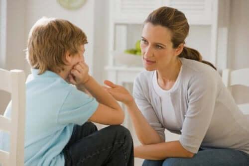 Como dar ordens de modo que as crianças te deem ouvidos