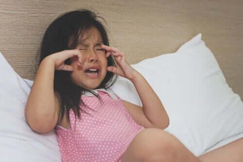 Como ajudar crianças sensíveis que se irritam por qualquer coisa