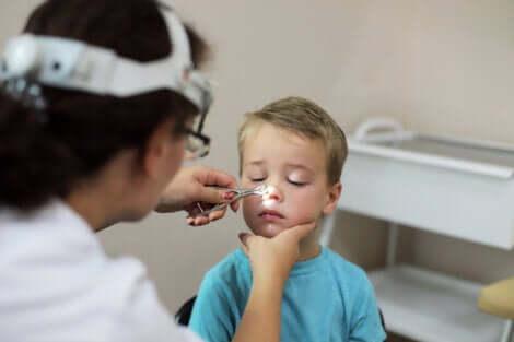crianca-carne-esponjosa-exame-medico-pediatra-cisto