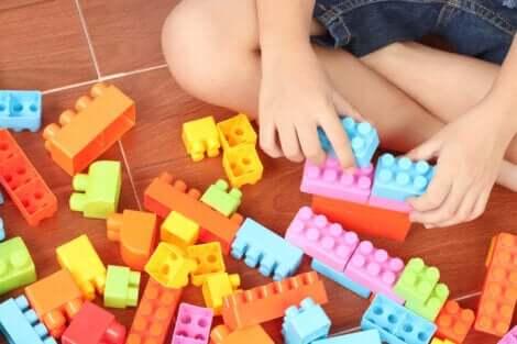 Benefícios de usar a LEGO Education com as crianças