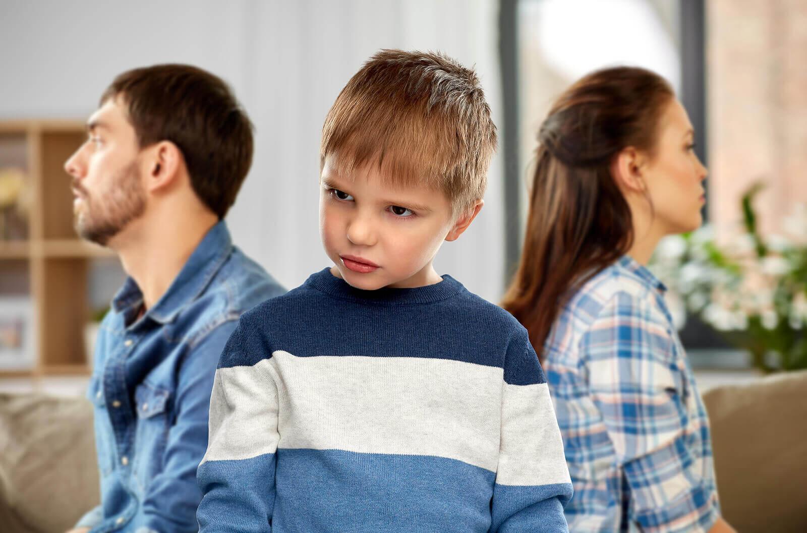corrigir as crianças que insultam de forma eficaz