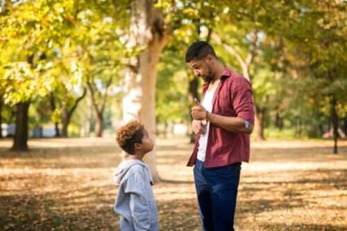 Como falar sobre assuntos difíceis com crianças pequenas