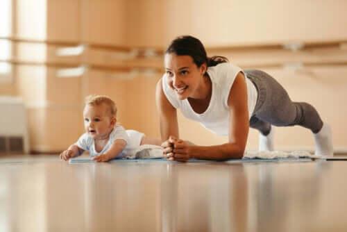 5 exercícios para se recuperar do parto o mais rápido possível