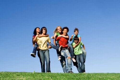 Como a desejabilidade social influencia os adolescentes?