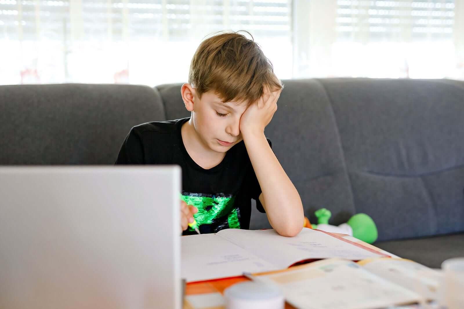ajudar um adolescente com dificuldades de aprendizagem