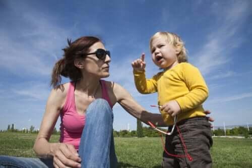 Como ajudar uma criança que está demorando para começar a falar