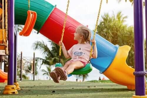 Meu filho prefere brincar sozinho: devo me preocupar?
