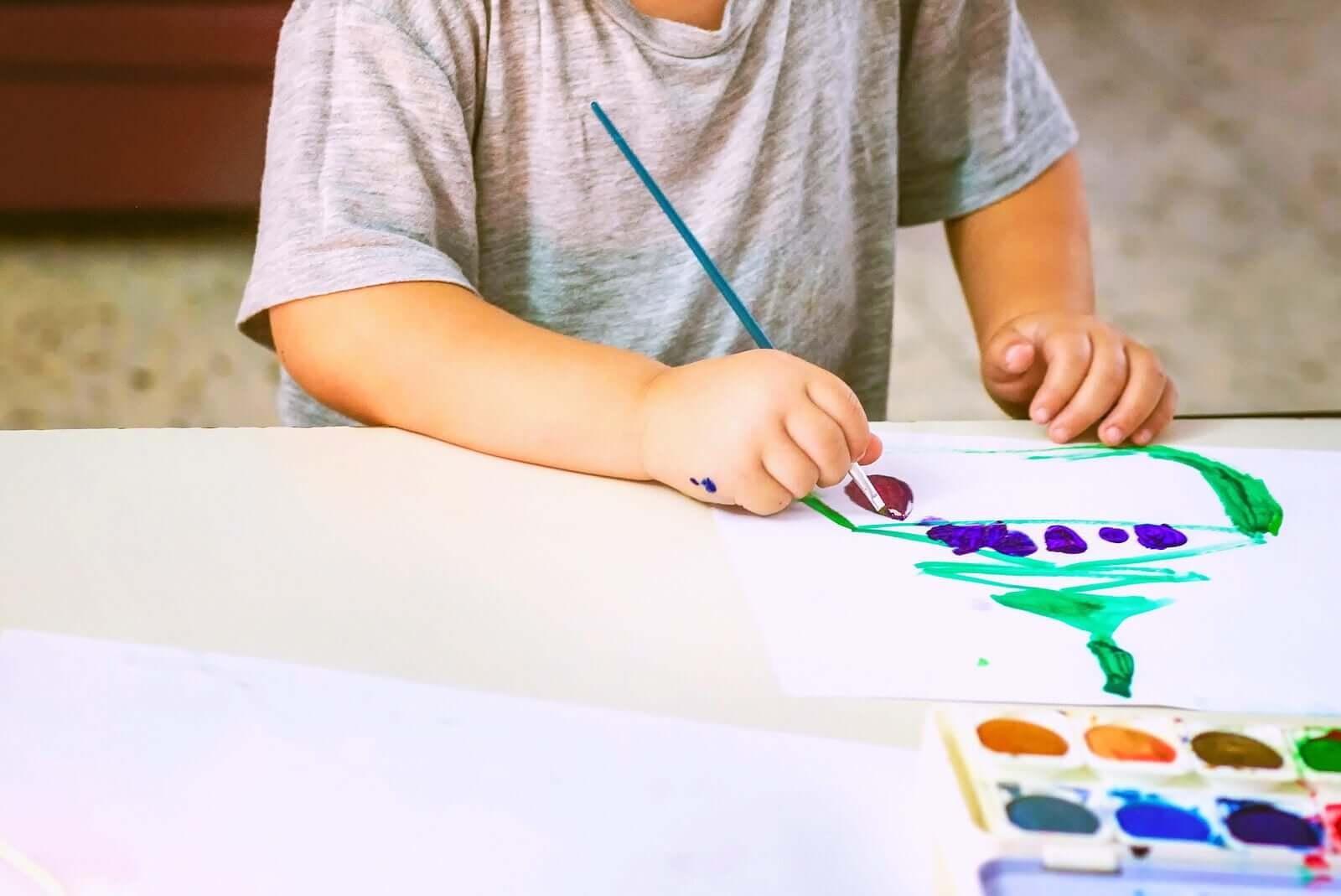 analisar os desenhos das crianças de acordo com as cores usadas