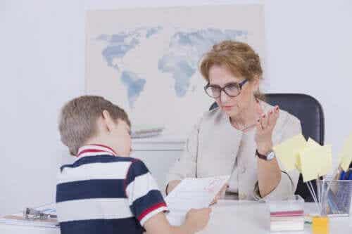 Por que o meu filho tira notas baixas e como posso ajudar?