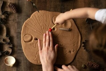 Brincar com barro estimula e deixa as crianças mais felizes