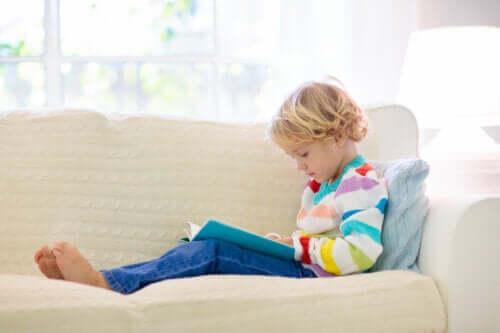 Como ajudar uma criança com dificuldade de aprendizagem a compreender a leitura