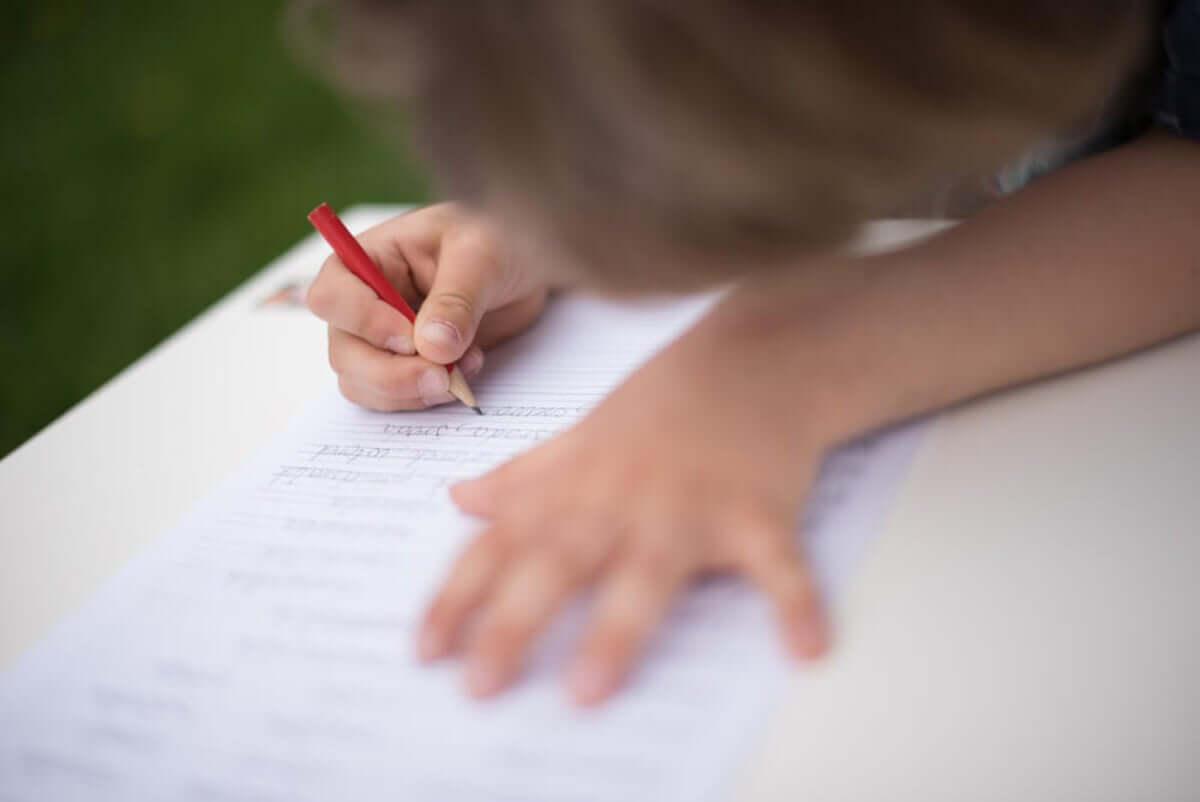 aprender a escrever com o Método Montessori