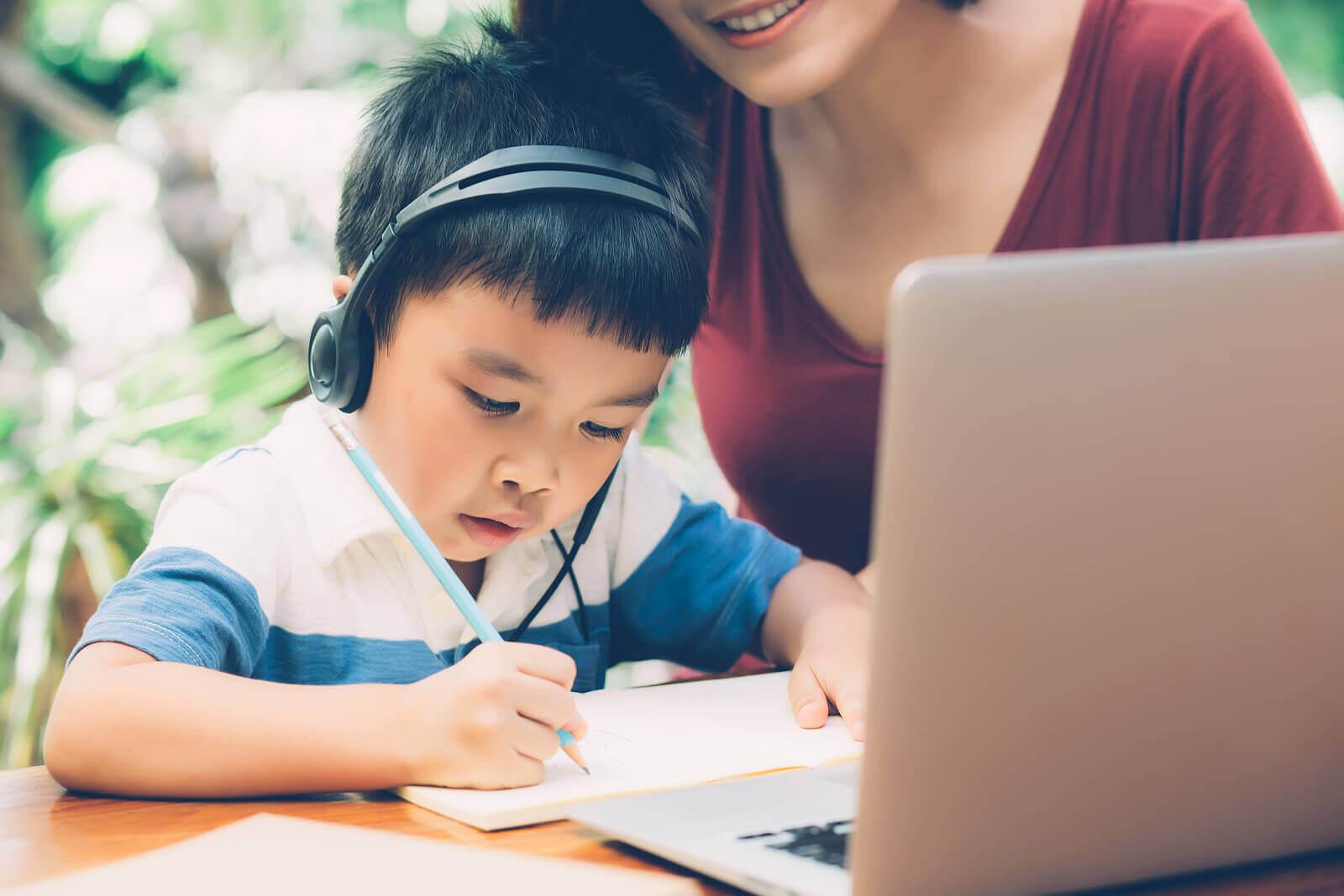 """""""A lista feliz"""" para ensinar as crianças a valorizar as coisas simples"""