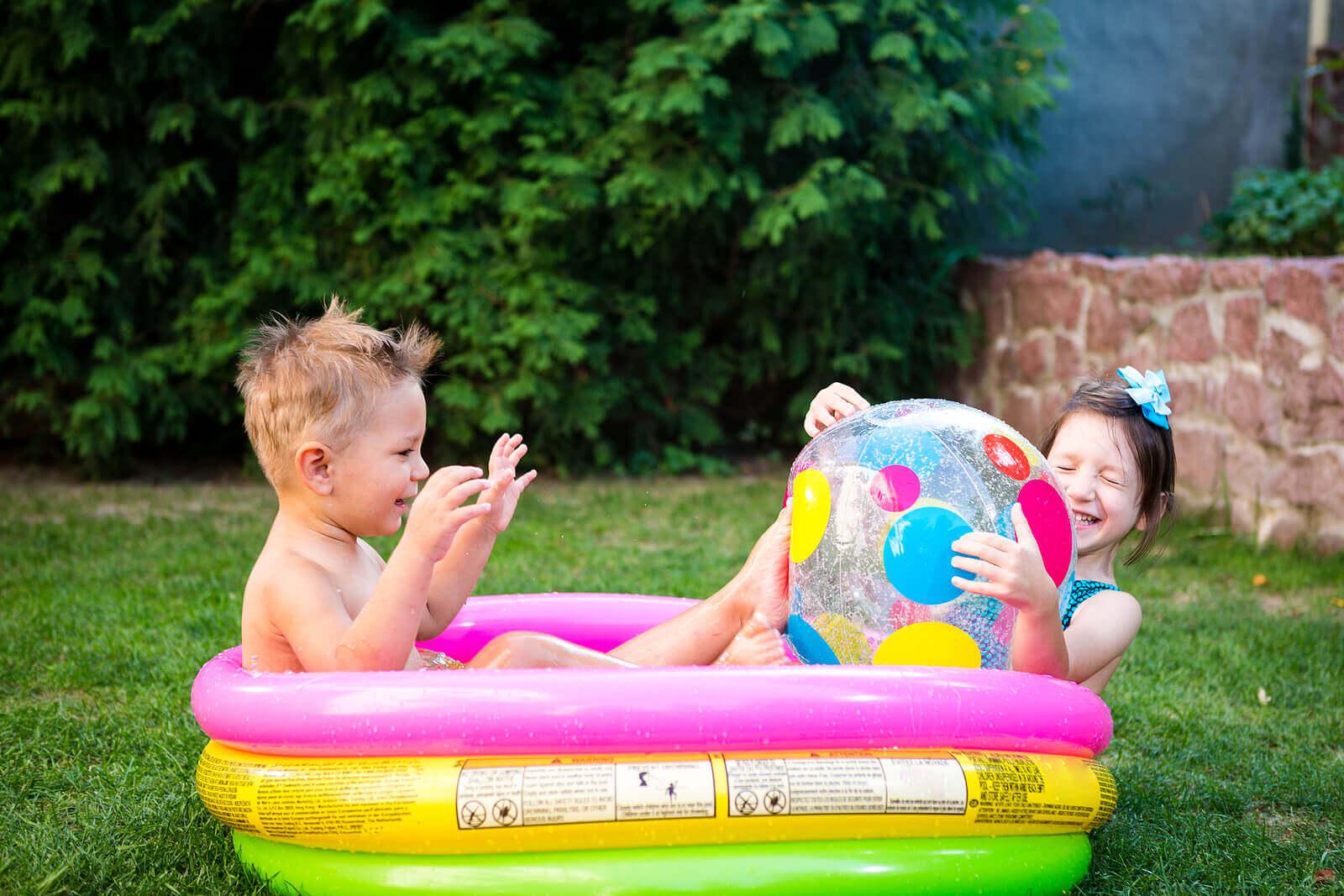 benefícios das brincadeiras com água para as crianças
