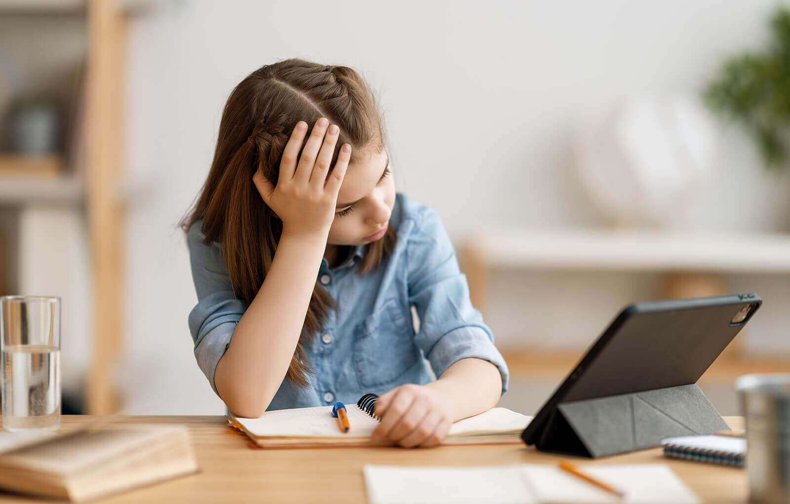 Crianças que não querem fazer a lição de casa