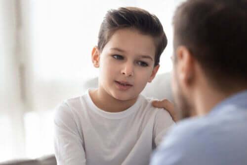 Por que você precisa repetir as coisas para os seus filhos 5 vezes?