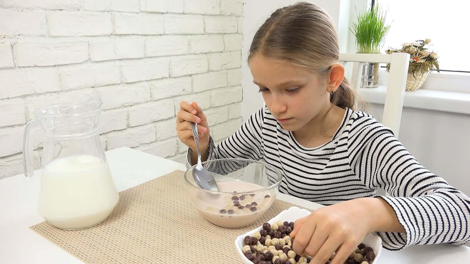 Pular o café da manhã durante a adolescência