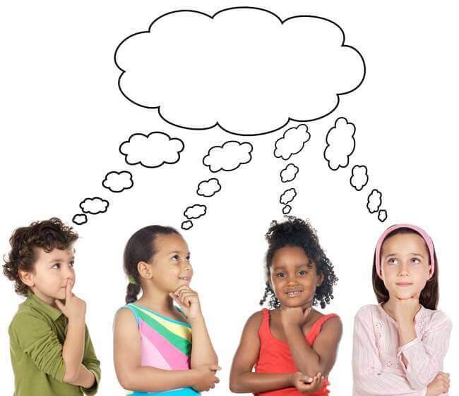 Crianças pensando na resposta de uma charada.