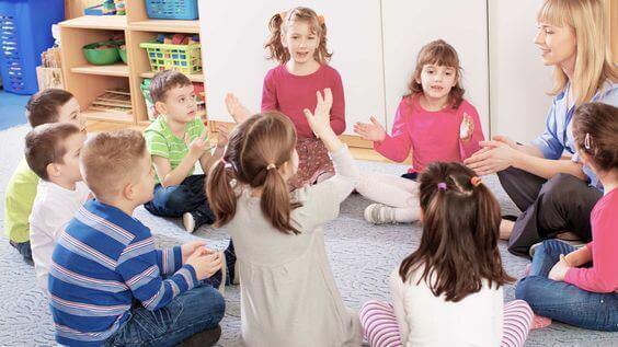 Sala de aula: aprendendo a desenvolver a consciência fonológica.