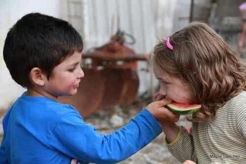 Compartilhar: quando exigir isso das crianças?