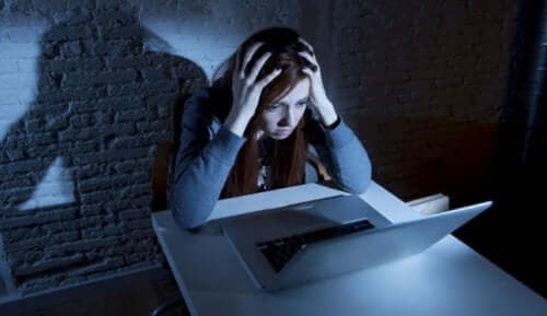 Atenção! Você sabe o que é cyberbullying, sexting e grooming?