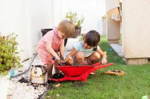 Como brincar e se sujar afeta o desenvolvimento infantil