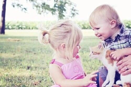 5 benefícios de ter animais de estimação quando se tem filhos