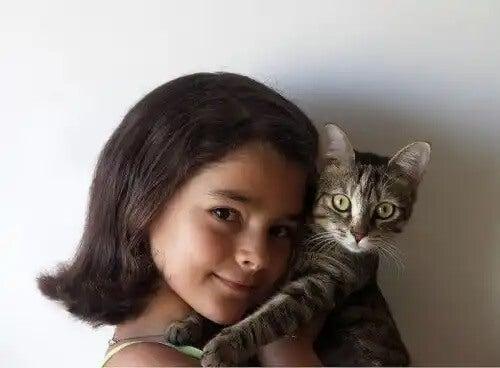 Menina e gato