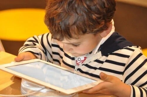 Como os tablets ajudam as crianças a aprender melhor