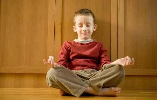 Uma escola onde há mais meditação e menos castigo
